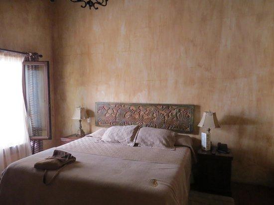 Hotel Cirilo: A room