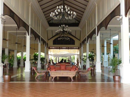 Sofitel Krabi Phokeethra Golf & Spa Resort: Hall.