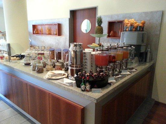Mercure Hotel Mannheim am Rathaus : breakfast buffet 3- juices/ water, fruit, cereals, musli, crusli''s and jams