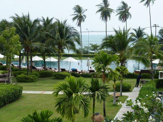 Sofitel Krabi Phokeethra Golf & Spa Resort: Piscine et jardins.