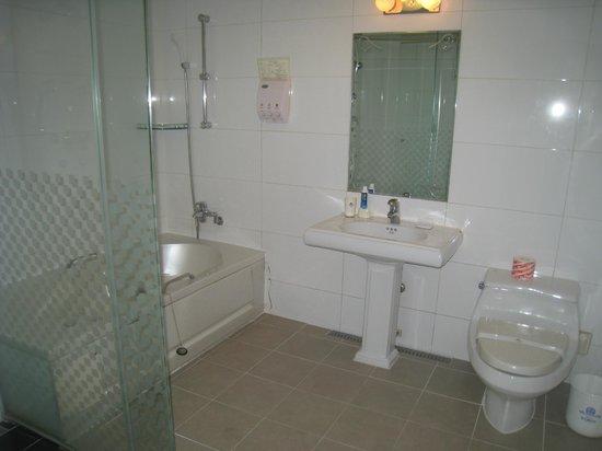 Hotel Kobos: Kobos bathroom
