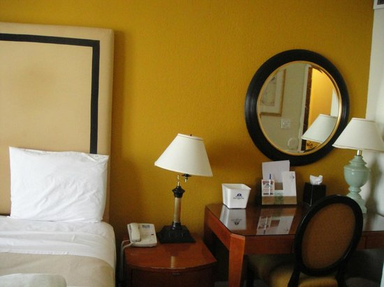 Americas Best Value Inn & Suites-SOMA: chambre 1