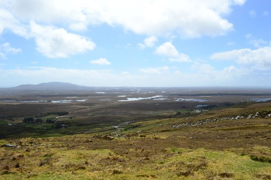 Dan O'Hara's Homestead Farm : View from the mountain top of the Connemara countryside