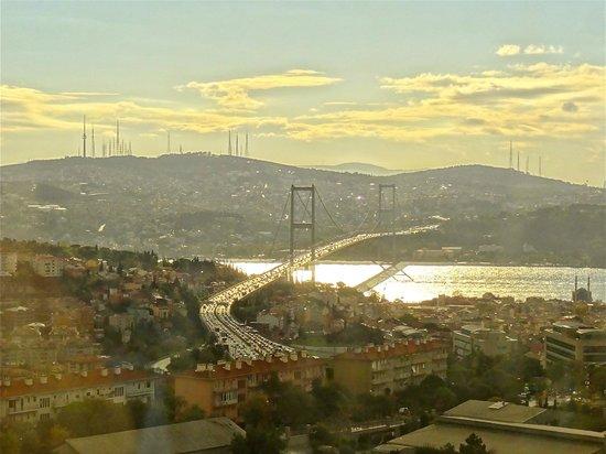 Mercure Istanbul City Bosphorus Hotel: Vue sur le Bosphore de la chambre