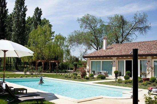 B&B A Casa di Delia: swimming pool