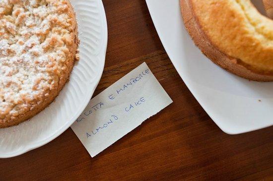 B&B A Casa di Delia: cakes for breakfast