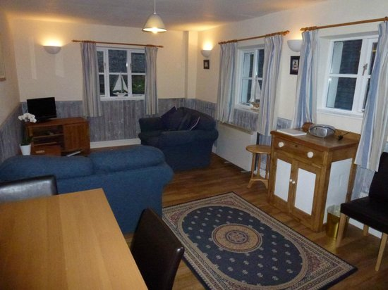 Pitt Farm Holiday Cottages: Lounge & Dining Area of Cavasson Unit