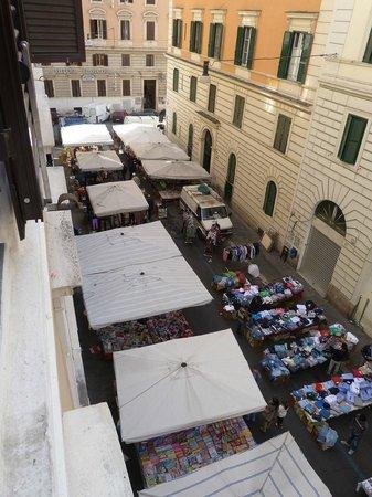 Hotel Domus Praetoria : Mercadillo delante hotel