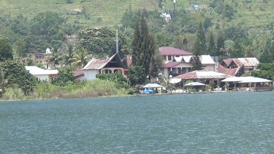 Barbara Cottages seen from the Lake