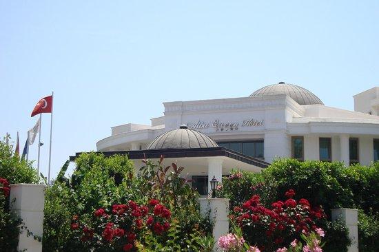 Alba Queen Hotel: voorzijde hotel