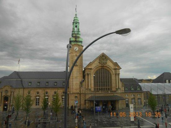 Best Western Hotel International : Gare de Luxembourg vanuit onze kamer