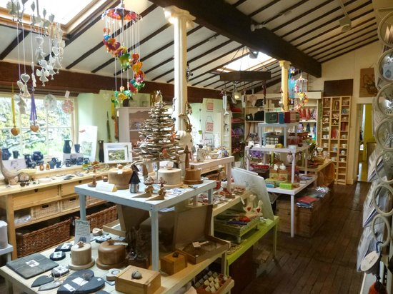 Hobb's Cafe: Attached shop selling crafts