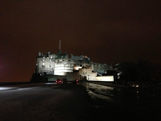 The Scotsman Hotel: Castle in the snow!