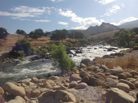 Lazy J Ranch-Americas Best Value Inn : river right behind property