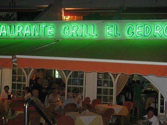 El Cedro: front at night