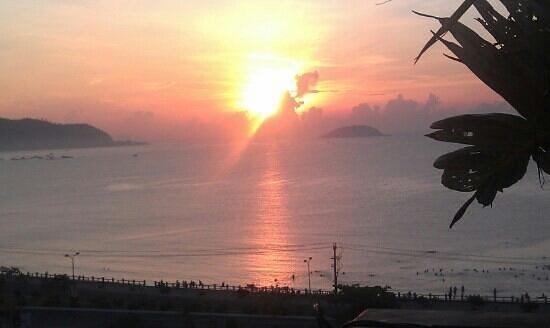 Ocean Bay Hotel Nha Trang: восход солнца.