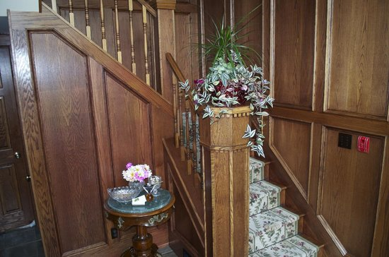 BranCliff Inn: Foyer