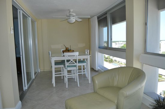 The Palm Bay Club: Dinning area in unit 118