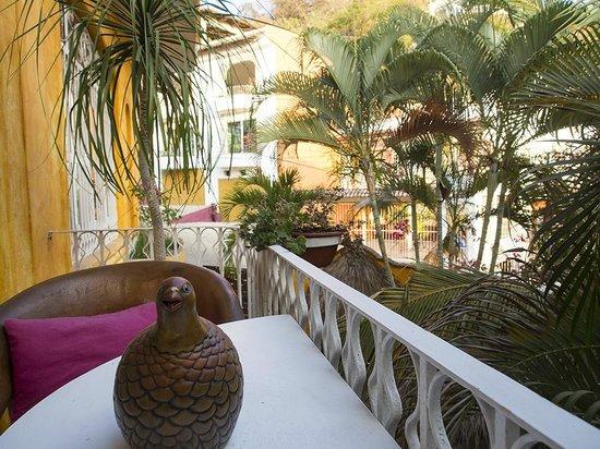 Hotelito Rolando: Side Deck from common seating area