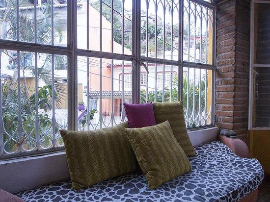 Hotelito Rolando: Common Seating Area