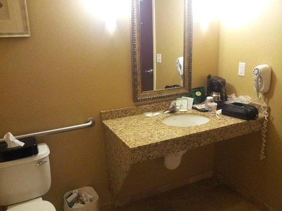 Comfort Suites Palm Bay : Plenty of space for all the oinments of your spouse