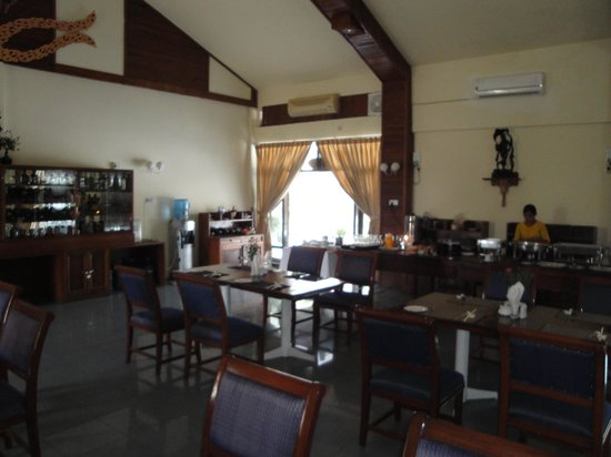 Royal Sittwe Resort : Buffet restaurant