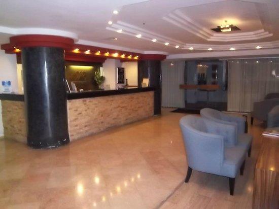 Montefiore Hotel lobby