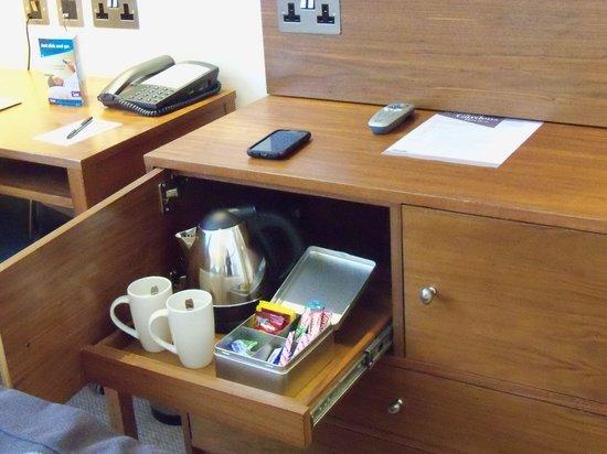 Thistle Kensington Gardens: Teapot and fixings