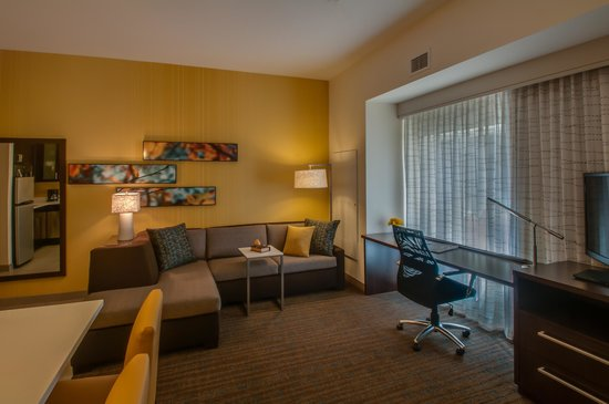Residence Inn Denver Cherry Creek: Suite Livingroom