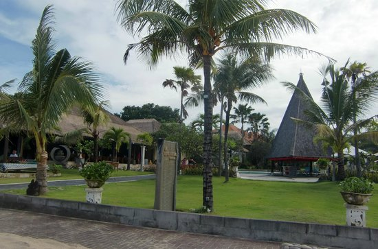 Kind Villa Bintang Resort & Spa: from the garden right to the beach