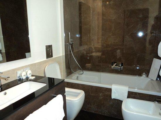 Rome Times Hotel: baños habitacion single