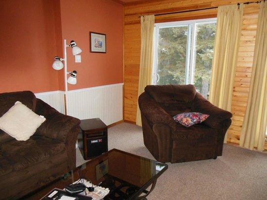 Ahmic Lake Resort: Living room