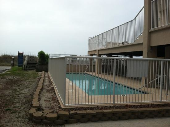 Hyperion Towers : pool and deck area and beach access