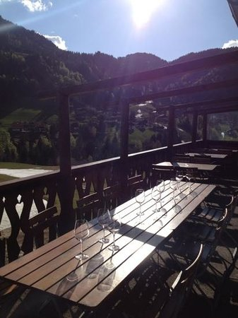 La Ferme: Klar til vinsmagning på terrassen