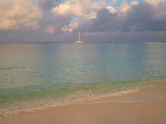 The Westin Grand Cayman Seven Mile Beach Resort & Spa: Sunrise from the beach at the hotel.