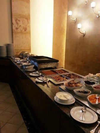 Real InterContinental Tegucigalpa at Multiplaza Mall: buffet desayuno