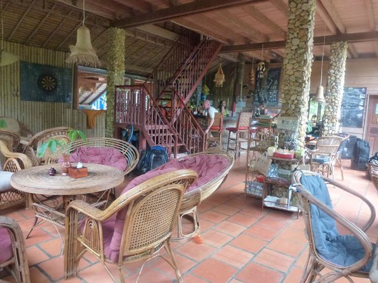 Ganesha Kampot Eco Guesthouse and More: Reception/restaurant area at main building