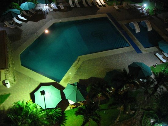 Hotel Oro Verde Manta: View from the room at night