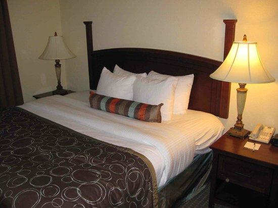 Staybridge Suites Savannah Airport : Our bedroom was comfortable and well appointed.
