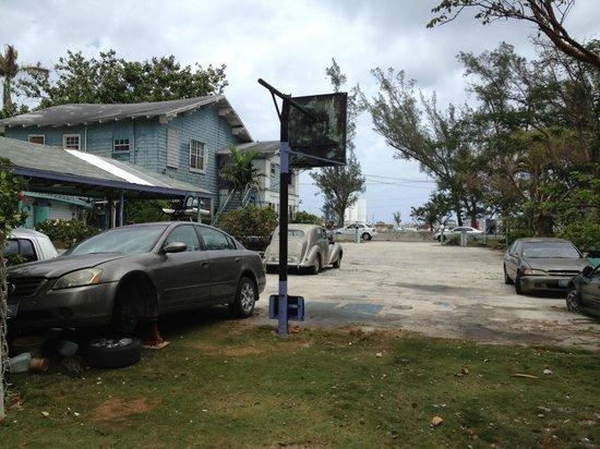 Arawak Inn: Large parking lot, with cars needing repair
