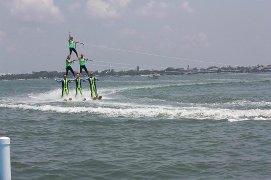 Sarasota Ski-A-Rees Water Ski Show : Smaller pyramid