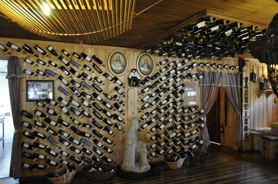 O Casarão: garrafas de vinho