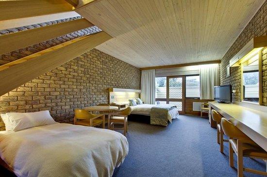 Flinders Cove Motor Inn: family room
