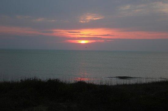 Ramada Plaza Nags Head Oceanfront: Sunrise