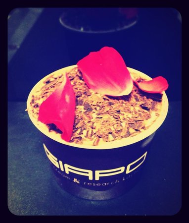 Giapo: Chocolate and Roses