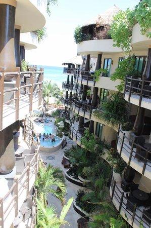 El Taj Oceanfront & Beachside Condos Hotel: vista desde entrada TAJ OCEAN FRONT