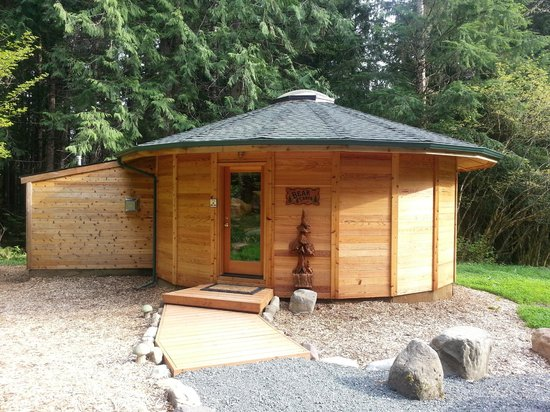 Stormking Spa at Mt. Rainier: Exterior of Bear Cabin