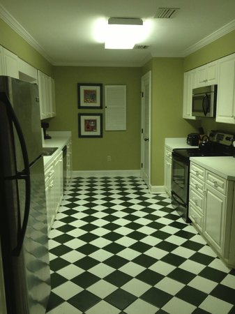 The King and Prince Beach and Golf Resort: Wesley Cottage - Kitchen