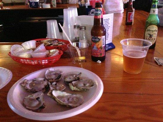 Pop's Raw Bar & Restaurant: Oystiz 'n ale