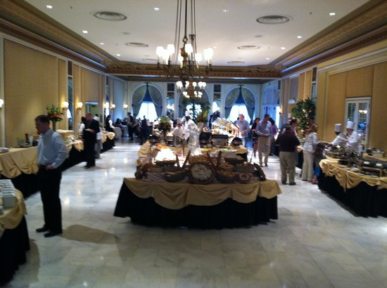 Lake Terrace Dining Room: The food area